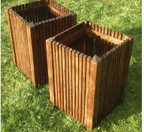 Czywarto postawić nadrewniane donice ogrodowe?